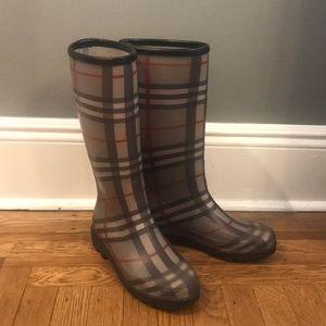 Women's gray check Burberry rain boots EUR 40 US 9